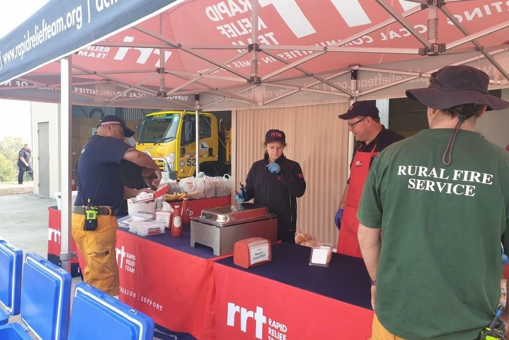 BRETHREN CHARITY RRT IN CANUNGRA FEEDING 100 FIREFIGHTERS ON THE FIRE FRONT